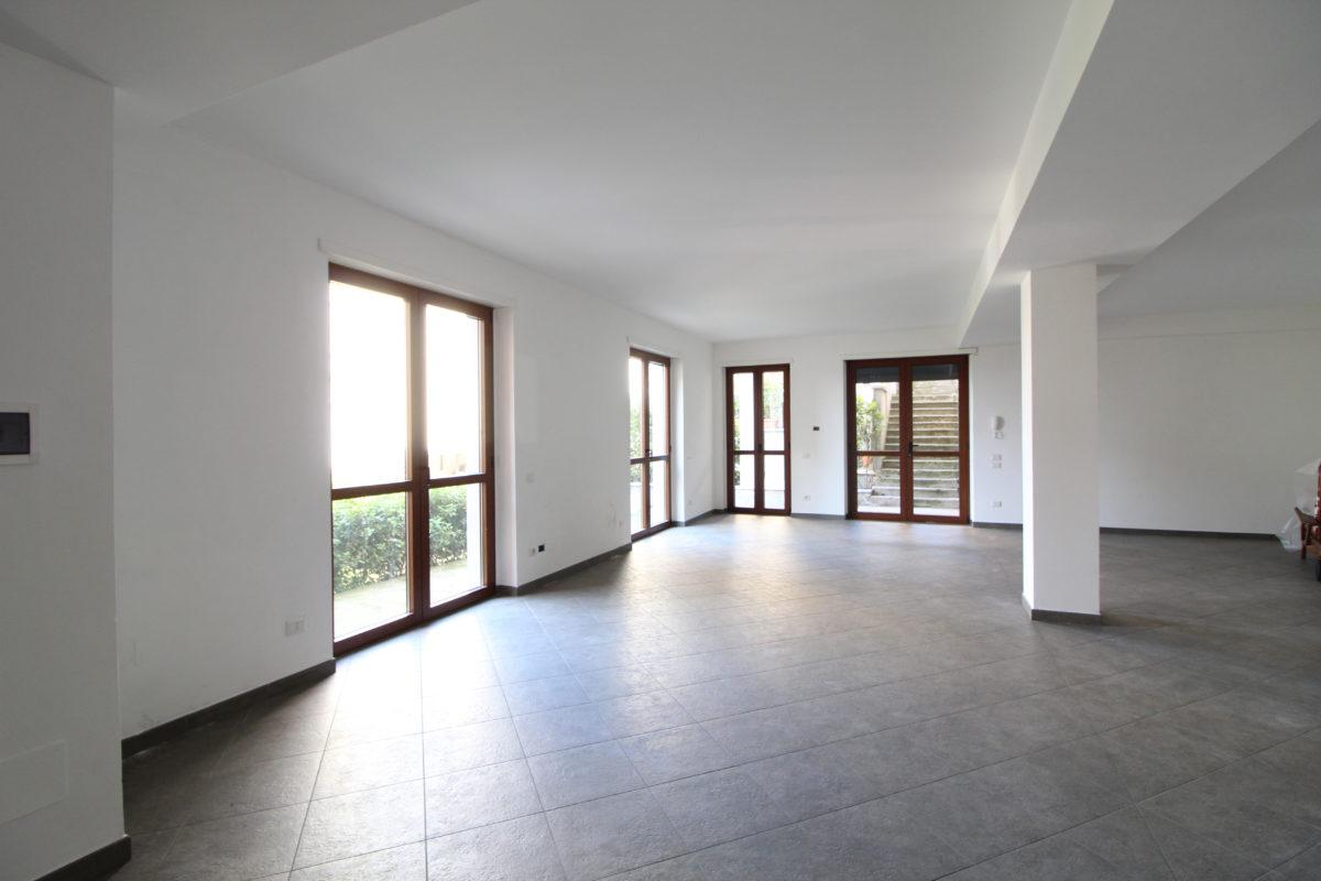 Ufficio Open Space Milano Affitto : Studio ufficio open space immobiliare a cantù