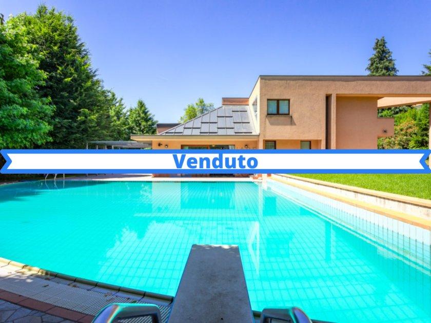 Villa con piscina Cantù