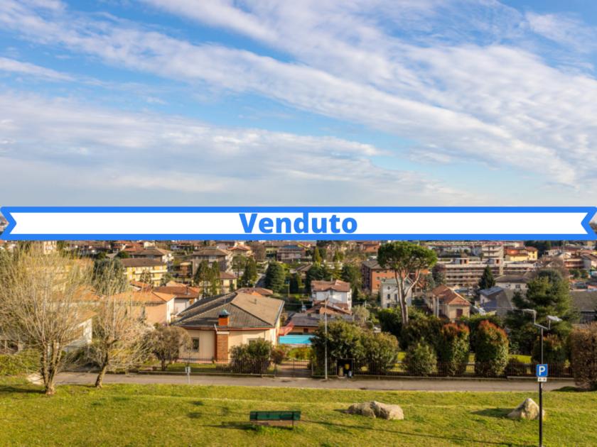 Villa con skyline su Milano, via Belvedere Cantù